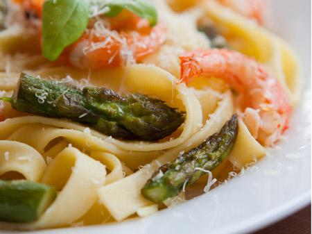 Fettucine asparagi e gamberi