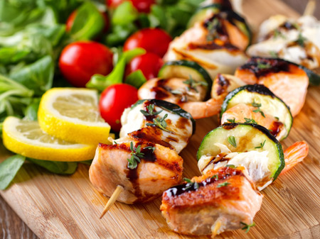 Spiedini di pesce con verdure